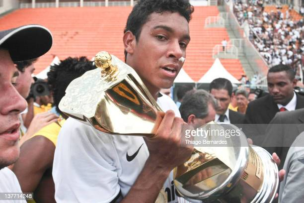 Palyers of Corinthians celebrate their victory after the final match of the Copa de Juniores 2012 at the Pacaembu stadium on January 25 2012 in Sao...