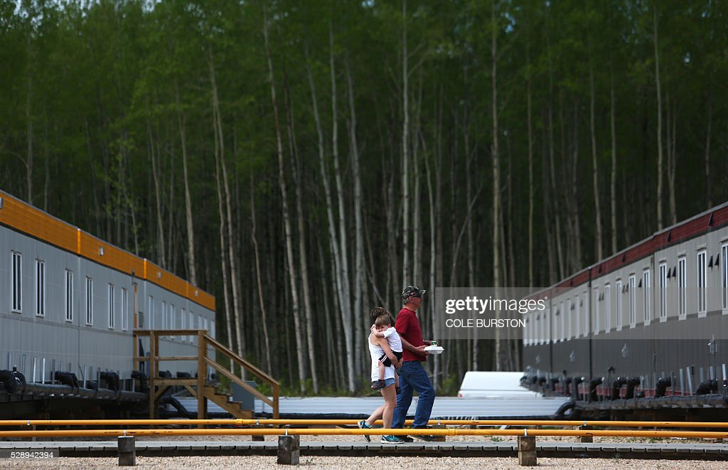 CANADA-FIRE-FORESTS-OIL-EVACUATION-emergency : News Photo