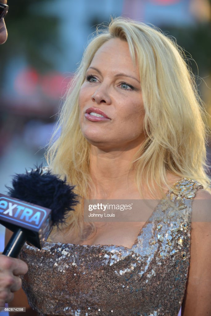 Pamela anderson nude pics pic 1
