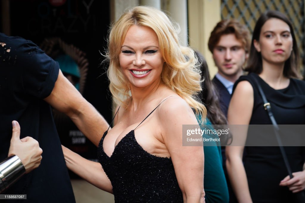 """Bionic ShowGirl"" Premiere At The Crazy Horse In Paris : News Photo"