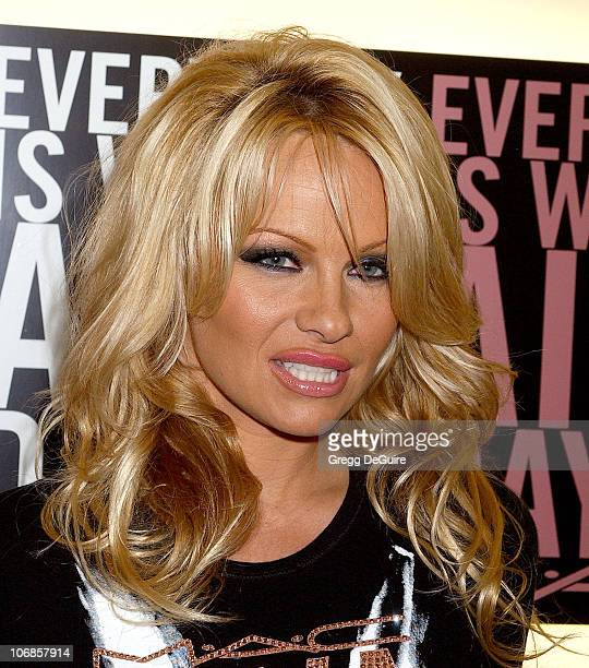 Pamela Anderson during Pamela Anderson In-Store Appearance as MAC Viva Glam Spokesperson in Support of the Fight Against HIV/AIDS - November 30, 2005...