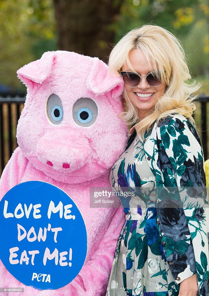 Pamela Anderson (R) joins PETA to promote vegan food at Marble Arch on October 26, 2016 in London, England.