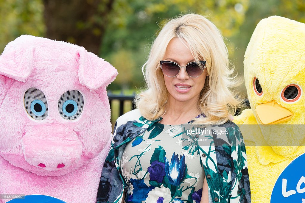 Pamela Anderson Joins PETA To Promote Vegan Food : News Photo