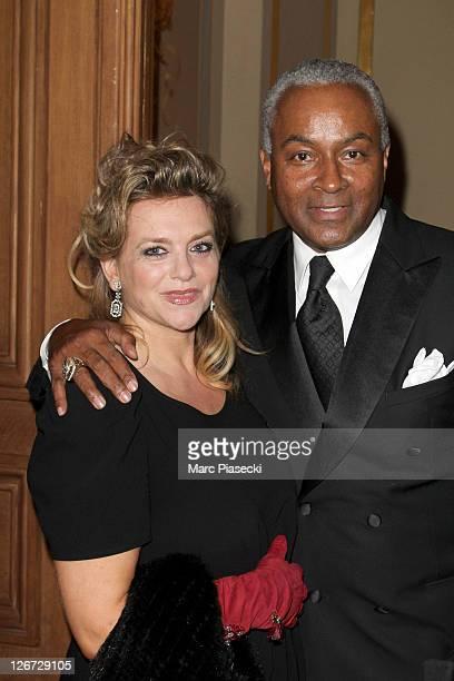Pamela Firestone and Tony Parker Senior attend the 'ParCoeur Gala' at Mairie de Paris on September 26 2011 in Paris France