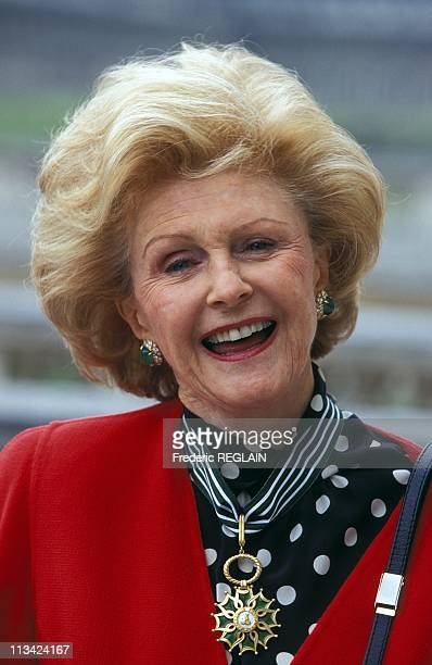 Pamela Harriman Is Awarded The Medal Of The 'Order Of Arts And Letters' On April 10th 1996 In Paris France