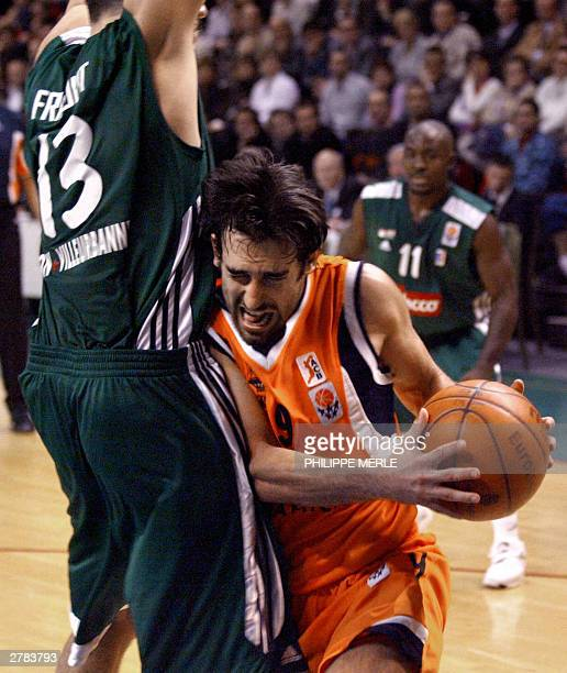 Pamesa Valence Croatian Valence Marko Popovic vies with ASVELVilleurbanne's David Frigout in a Euroleague group C match 04 December 2003at the...