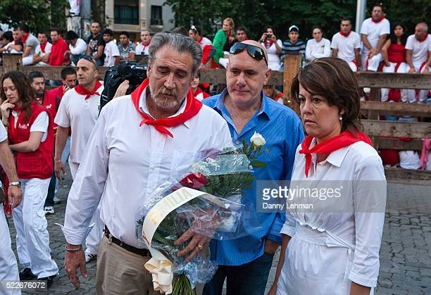 Pamplona mayor accompanies father of man killed during Running of the Bulls