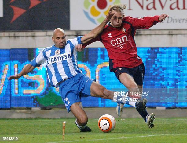 Osasuna French Ludovic Delporte vies with Deportivo's Francisco Gallardo 26 February 2006 during a Spanish league football match at the Reyno de...