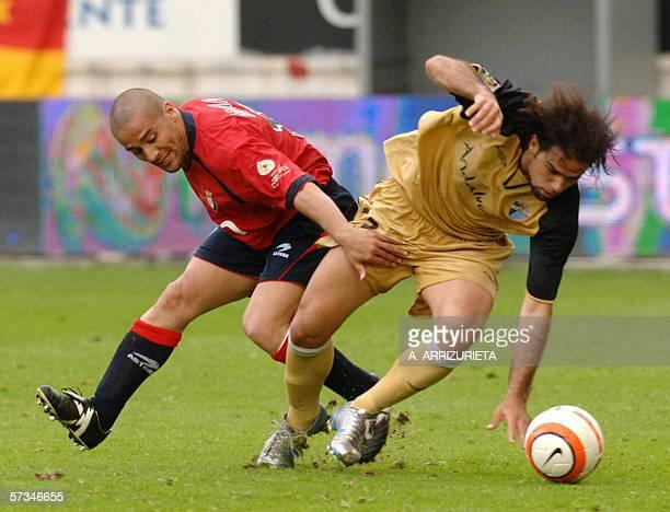 Osasuna's Moroccan Mohammed El Yaagoubi vies with Malagas Brazilian player Ricardo Souza Bovio 16 April 2006 during a Spanish league football match...