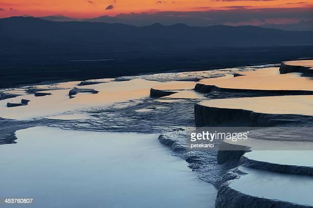 パムッカレ hierapolis 夜 - トラバーチン ストックフォトと画像