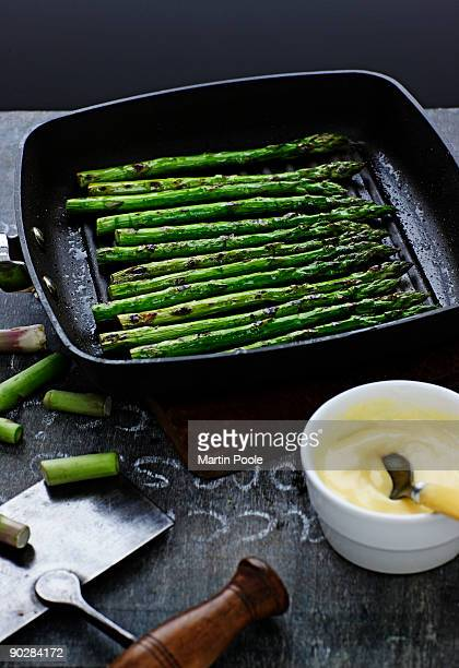 pan fried asparagus with hollandaise sauce - cooking pan stock pictures, royalty-free photos & images
