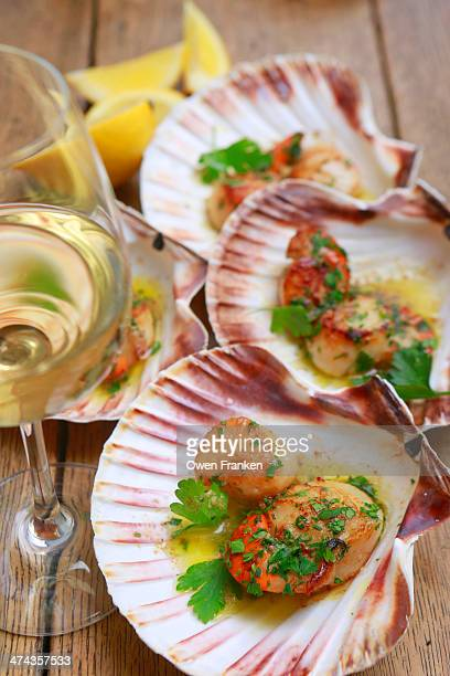 Pan fried scallops with garlic and parsley