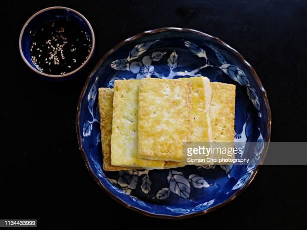 pan fried tofu, homemade korean food - sostituto della carne foto e immagini stock