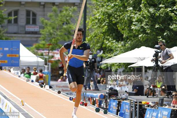 SQUARE ATHENS ATTICA GREECE Panagiotis Laskaris from Greece sprints down the runway in an approach at one of his attempts Twelve elite pole vaulters...