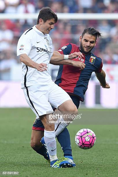 Panagiotis Tachtsidis of Genoa CFC clashes with Marten De Roon of Atalanta BC during the Serie A match between Genoa CFC and Atalanta BC at Stadio...