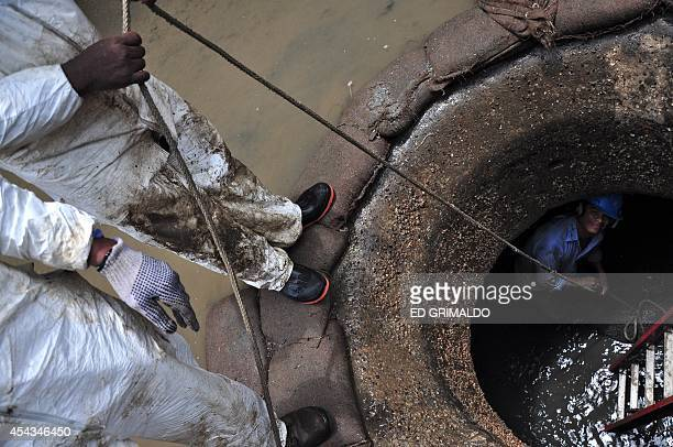 Panama Canal's employees clean sewers in Miraflores locks western gate during maintenance works on August 29 2014 in Panama City Once a year the...