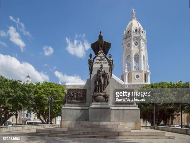 panama city. statue of simon bolivar - simon bolivar fotografías e imágenes de stock