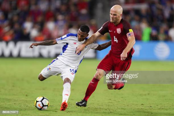 Panama midfielder Alberto Quintero and USA midfielder Michael Bradley go for the ball during the World Cup Qualifying soccer match between the US...