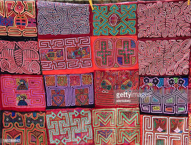 panamá: molas de la tribu kuna personas - mola kuna fotografías e imágenes de stock