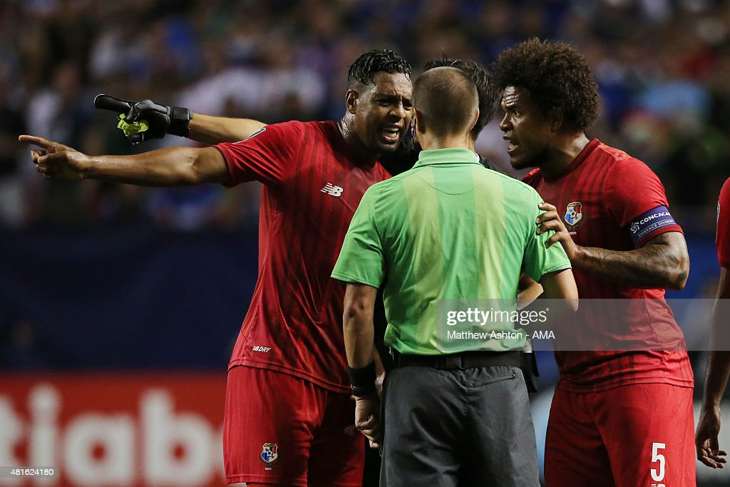 Panama players confront Referee Mark Geiger after he awarded a red card during the CONCACAF Gold Cup 2015 Semi Final between Panama and Mexico at Georgia Dome on July 22, 2015 in Atlanta, Georgia.