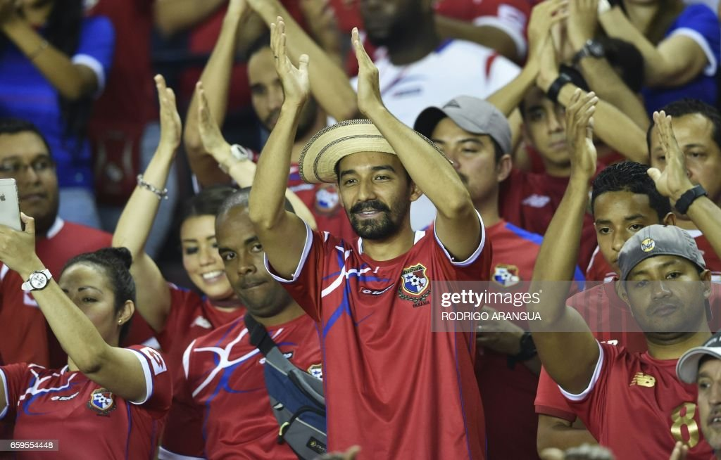Panamanian supporters wait for the start of the 2018 FIFA World Cup qualifier football match against the United States in Panama City on March 28, 2017. /