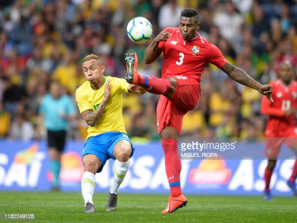 Panama's defender Harold Cummings vies with Brazil's midfielder Everton during an international friendly football match between Brazil and Panama at...