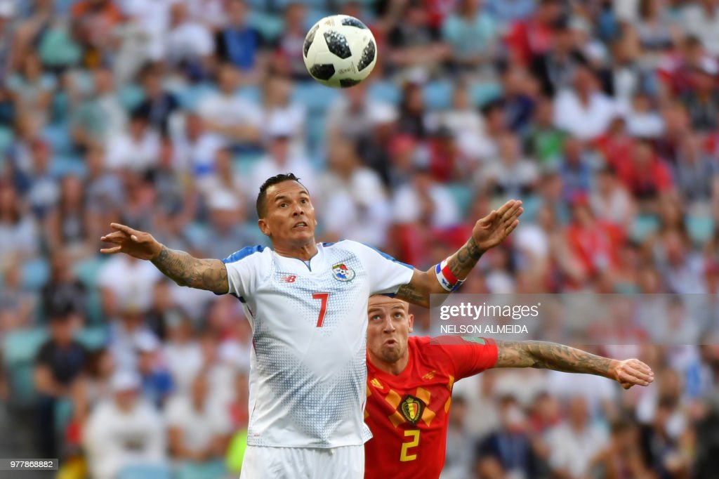 Panama's forward Blas Perez (L) vies for the ball with Belgium's defender Toby Alderweireld (R) during the Russia 2018 World Cup Group G football match between Belgium and Panama at the Fisht Stadium in Sochi on June 18, 2018. (Photo by Nelson Almeida / AFP) / RESTRICTED