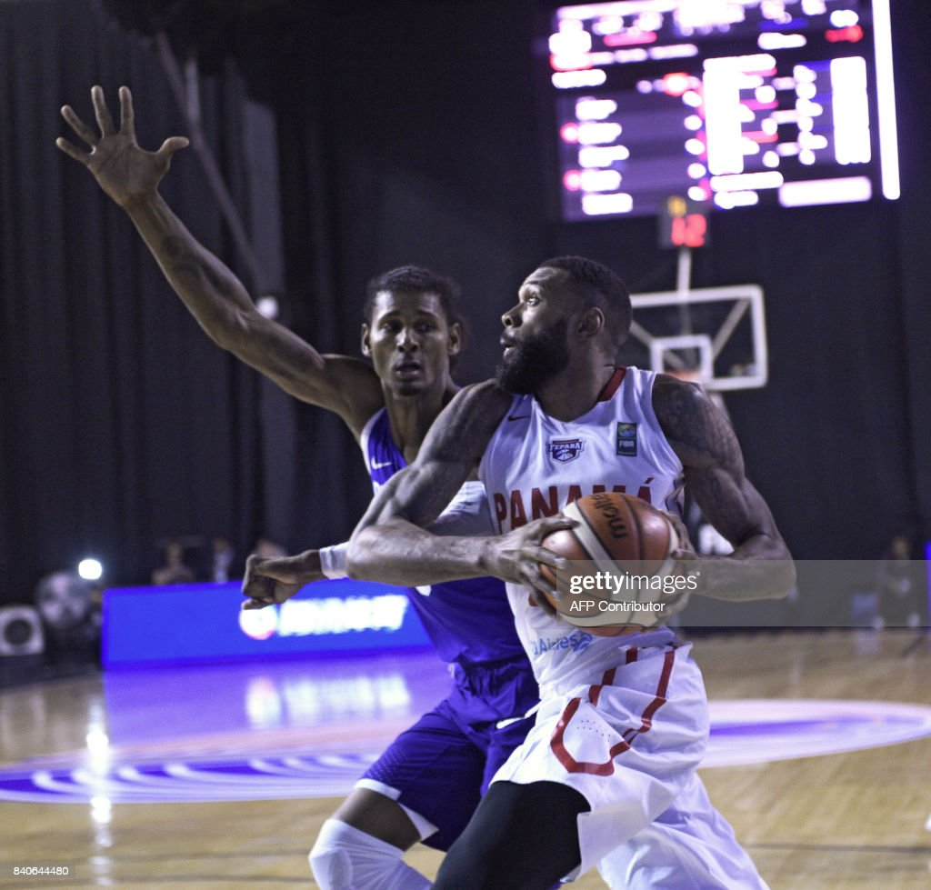 Panama's Josimar Ayarza (R) vies for the ball with the Dominican Republic's Sadiel Rojas during their 2017 FIBA Americas Championship basketball match in Montevideo, on August 29, 2017. /
