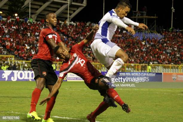 Panama's midfielder Amilcar Henriquez vies for the ball with Trinidad and Tobago's defender Curtis Gonzales during their 2018 FIFA World Cup...