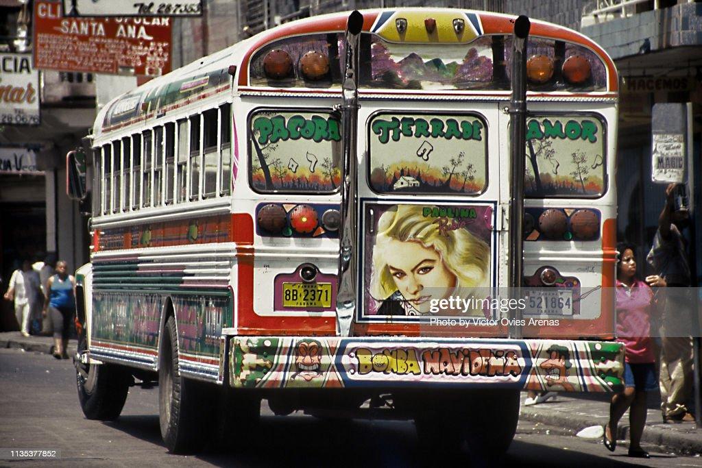 Panama's Red Devils (Diablos Rojos) Famous Painted Panama Buses in Panama City : Foto de stock
