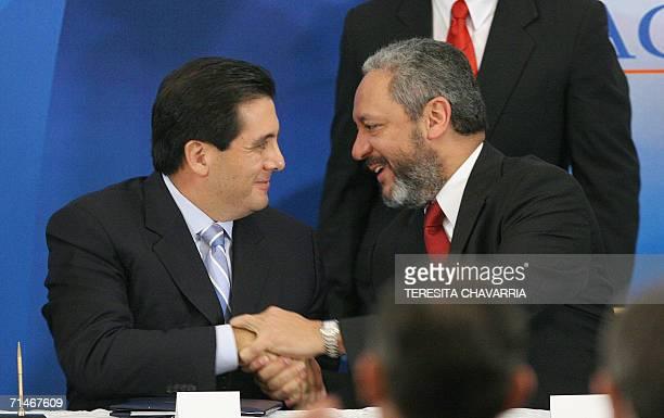 Martin Torrijos presidente de Panama es felicitado por Ricaurte Vasquez ministro del Canal de Panama luego de haber sancionado una ley que convoca un...