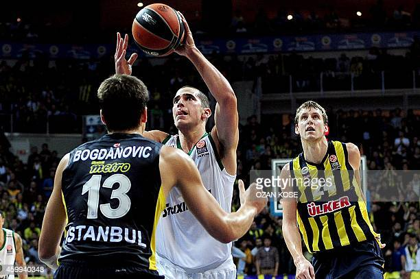 Panathinaikos Athens guard Eleftherioss Boshoridis fights for the ball with Fenerbahce Ulker's Serbian forward Bogdan Bogdanovic and Czech Jan Vesely...