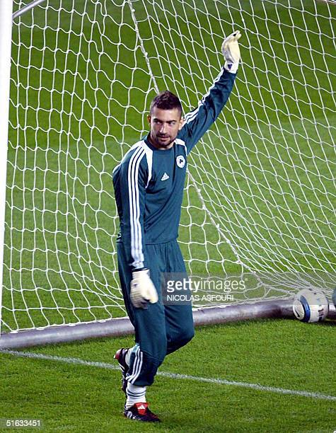 Panathinaikos FC's goalkeeper Kostas Chalkias gestures during a training session at Highbury in London 01November 2004 on the eve of the Champions...