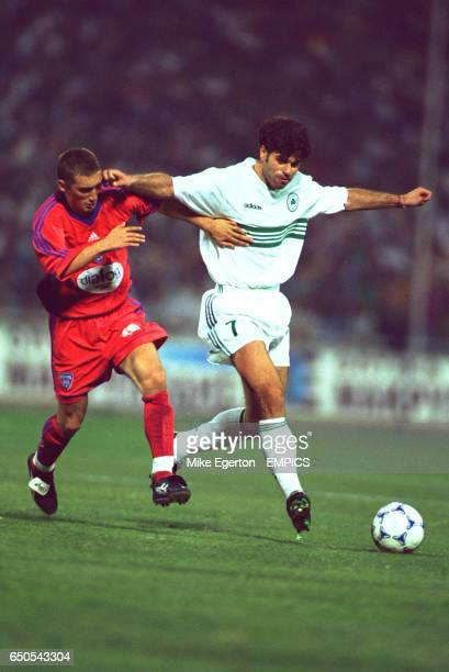 Panathinaikos's Aljosa Asanovic holds off Steaua Bucharest's Dennis Serban