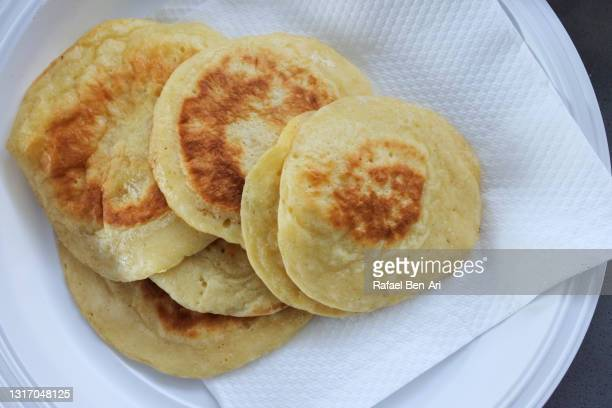 pancakes on a paper napkin and plastic plate. - rafael ben ari stock-fotos und bilder