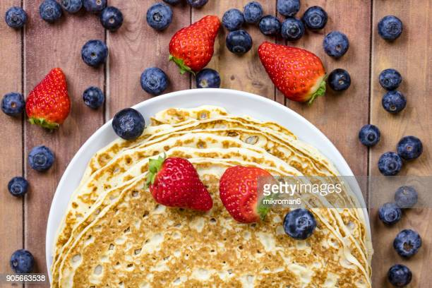 pancakes with fresh berry fruit, breakfast - pancake stock pictures, royalty-free photos & images