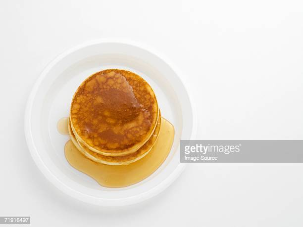 pancakes with maple syrup - pancake stock pictures, royalty-free photos & images
