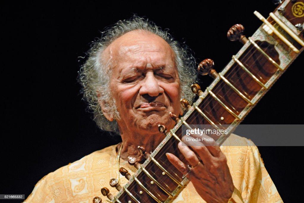 Pandit ravi shankar indian classical music maestro, Bombay, Mumbai, Maharashtra, India : Stock Photo