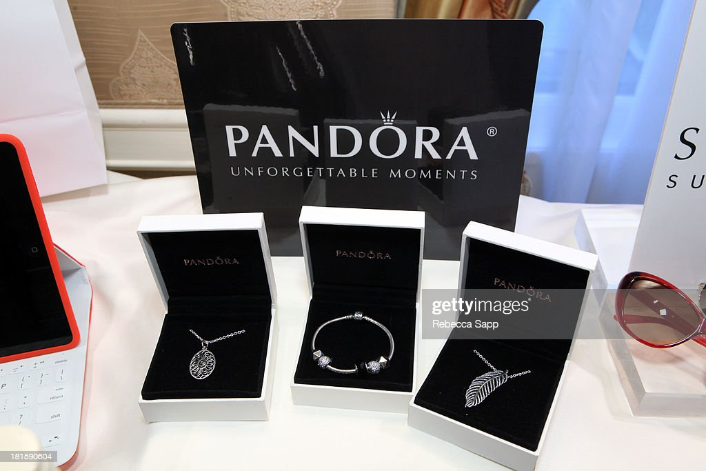 HBO Luxury Lounge Featuring Motorola And PANDORA Jewelry In Honor Of The 65th Primetime Emmy Awards - Day 2 : News Photo