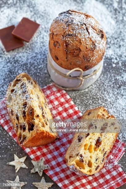 panettone with chocolate - typical italian christmas cake - panettone foto e immagini stock