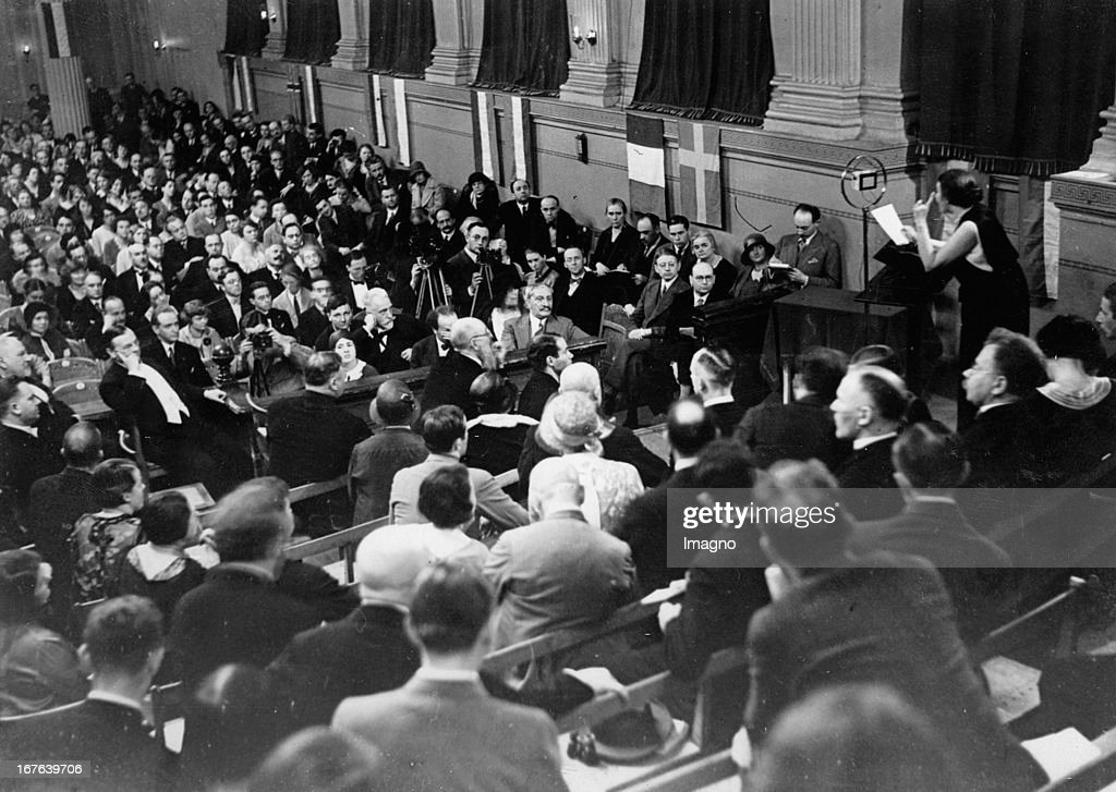 Paneurope congress in Berlin May 1930. Ida Roland Coudenhove-Kalergi gives a speech. Photograph. 1930.  (Photo by Imagno/Getty Images) Paneuropäischer Kongress in Berlin Mai 1930. Rede von Ida Roland Coudenhove-Kalergi. Photographie. 1930 : ニュース写真