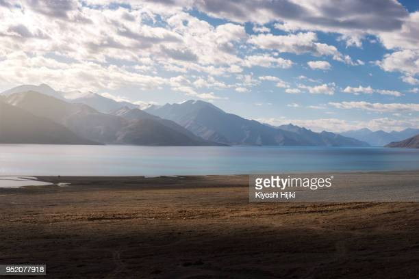 pangong lake in summer - india china border stock pictures, royalty-free photos & images