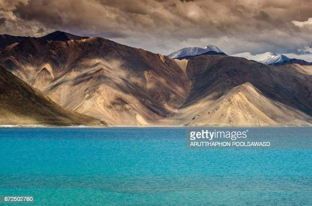 pangong lake , leh , ladakh , india - epic film foto e immagini stock