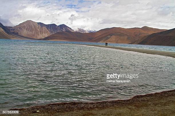 pangong lake - hema narayanan stock pictures, royalty-free photos & images