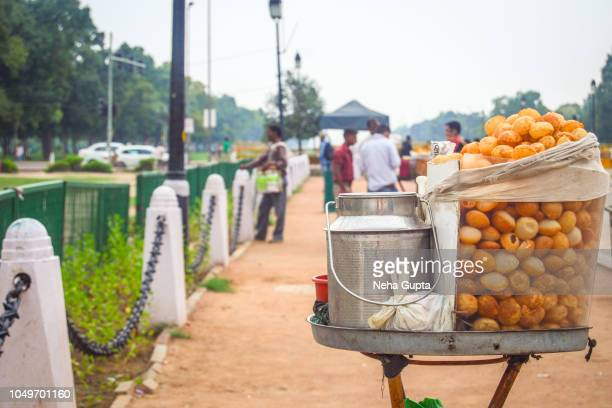 a pani puri stall at india gate, new delhi, india - new delhi stock pictures, royalty-free photos & images