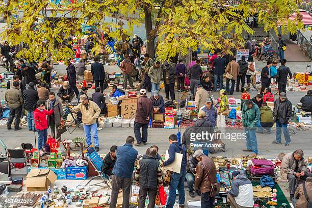 panjiayuan antique market, beijing, china - フリーマーケット ストックフォトと画像