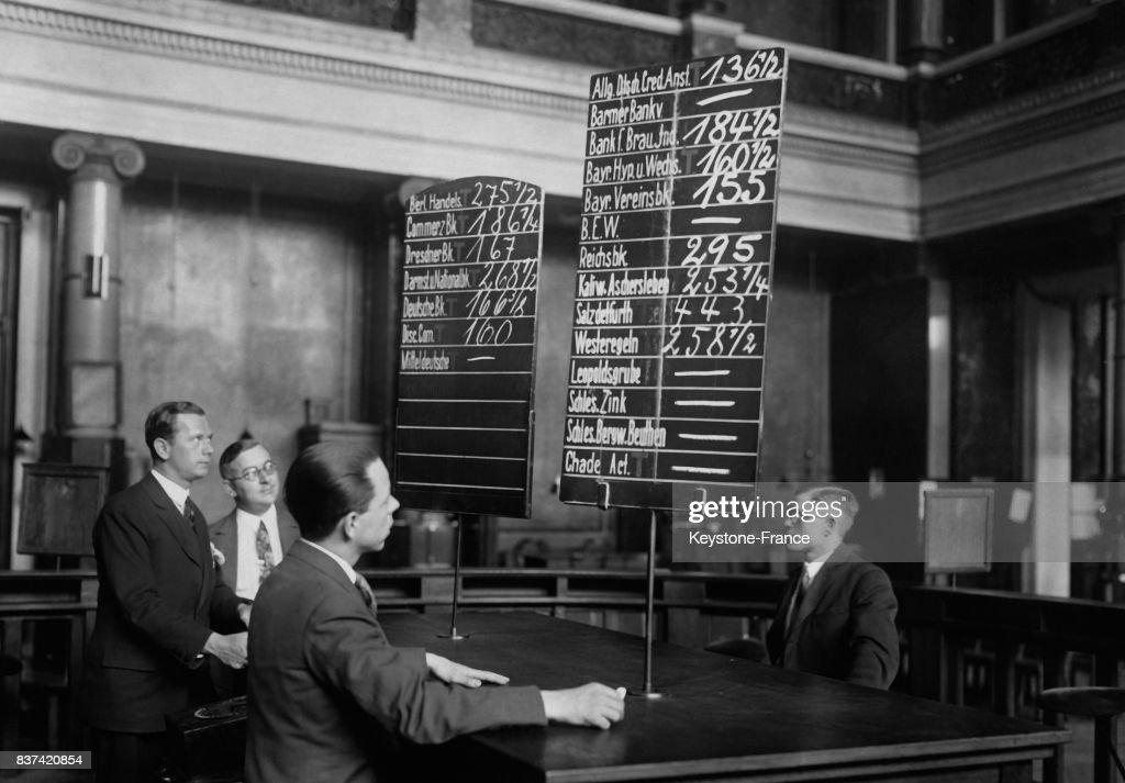 Panneau d'affichage des cours automatique à la bourse de Berlin : Nachrichtenfoto