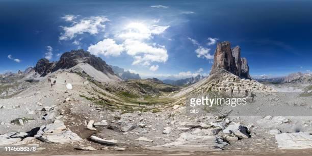 360 panorama at three peaks of lavaredo, dolomites, italy - panoramica a 360 gradi foto e immagini stock