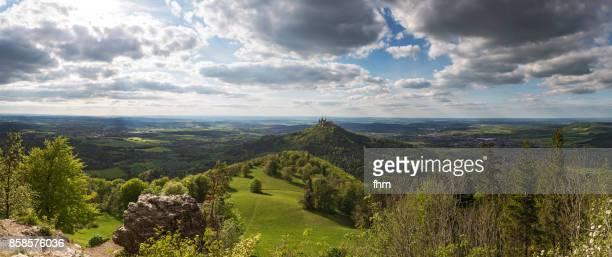 panorama baden-württemberg - burg hohenzollern (hohenzollern castle)  (baden-württemberg/ germany) - lugar famoso local fotografías e imágenes de stock