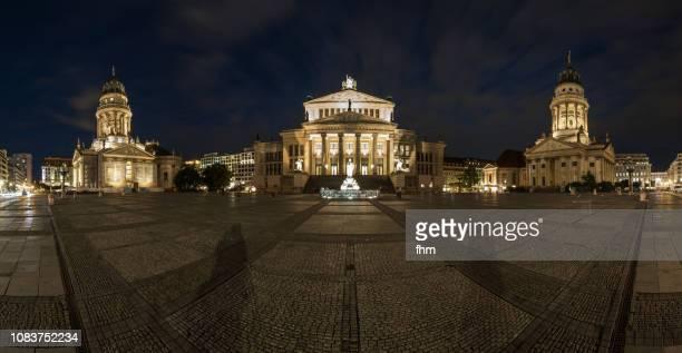 panorama berlin gendarmenmarkt at night (berlin, germany) - deutscher dom stock pictures, royalty-free photos & images